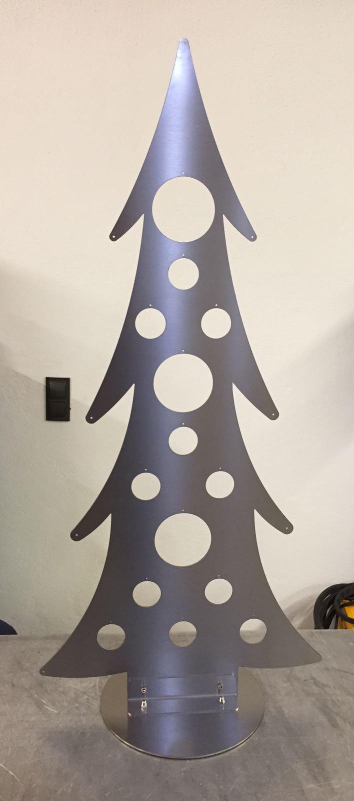 weihnachtsbaum aus geschliffenen edelstahl. Black Bedroom Furniture Sets. Home Design Ideas